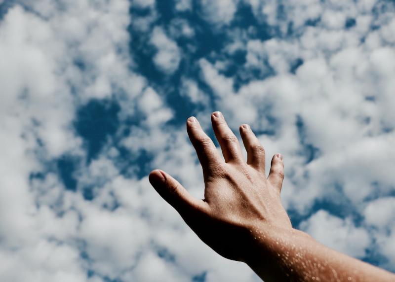 Hand Wolke